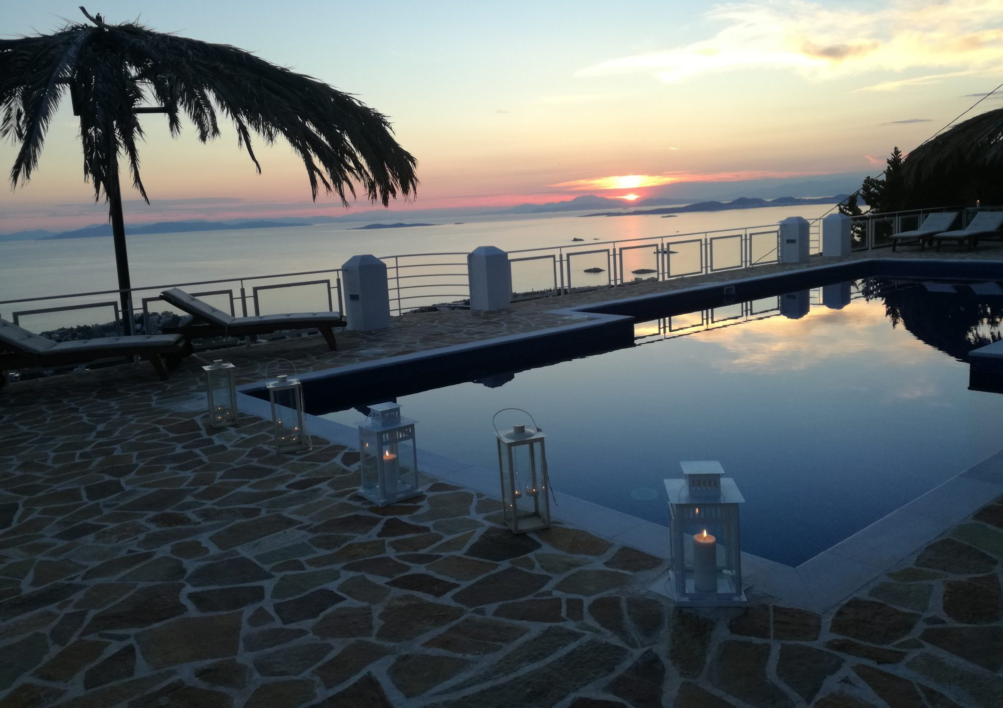 Infinity Blue Suites - Saronida